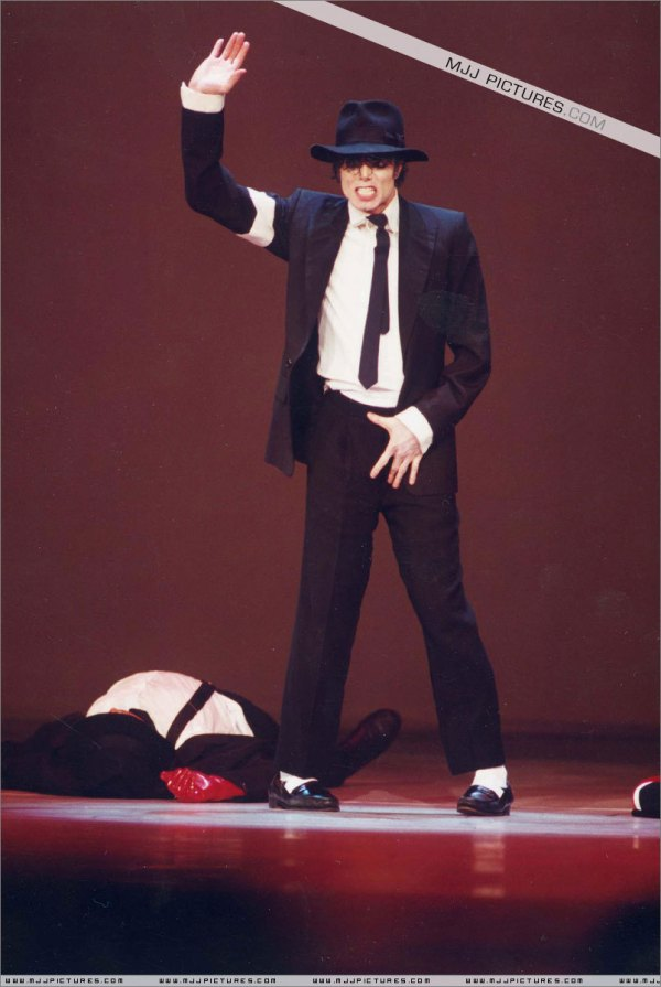 Crotch-grabbing-collection-WooHoo-michael-jackson-12121433-804-1200